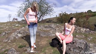 Scrupulous pussy shellacking and fingering connected with outdoors - Suzi Rainbow