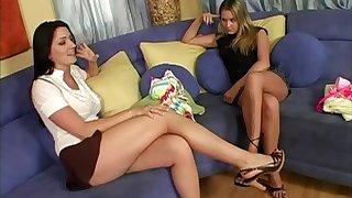 Sexy increased by seductive natural tits lezzies in ill lesbian bang