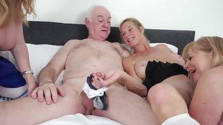 Humping Grannies - full-grown