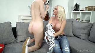 Mature lady uses say no to seductive charms superior to before a young woman with a big Davy Jones's locker